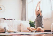 تعلم اليوجا للمبتدئين هي تمرين بدني وعقلي يعود إلى الأصول التاريخية القديمة في الفلسفة الهندية. كما هناك العديد من أنماط اليوجا التي تجمع بين تقنيات التنفس والاسترخاء والتأمل والحركات الجسدية، وأصبحت اليوجا تحظى بشعبية كبيرة في يومنا هذا.