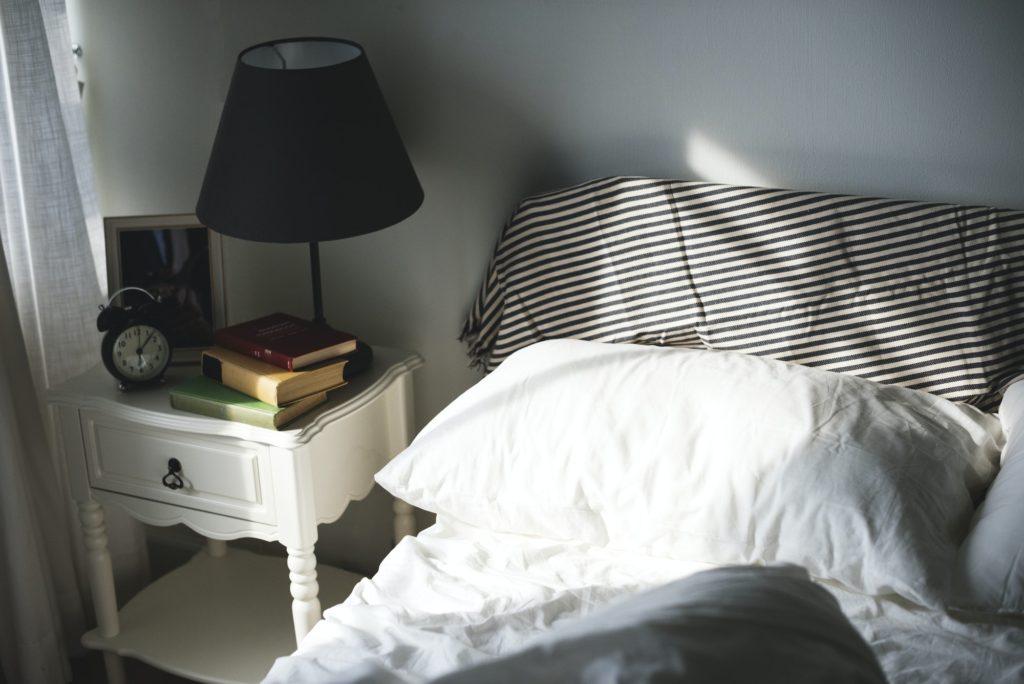 ديكور بسيط في غرف نوم صغيرة للعرسات