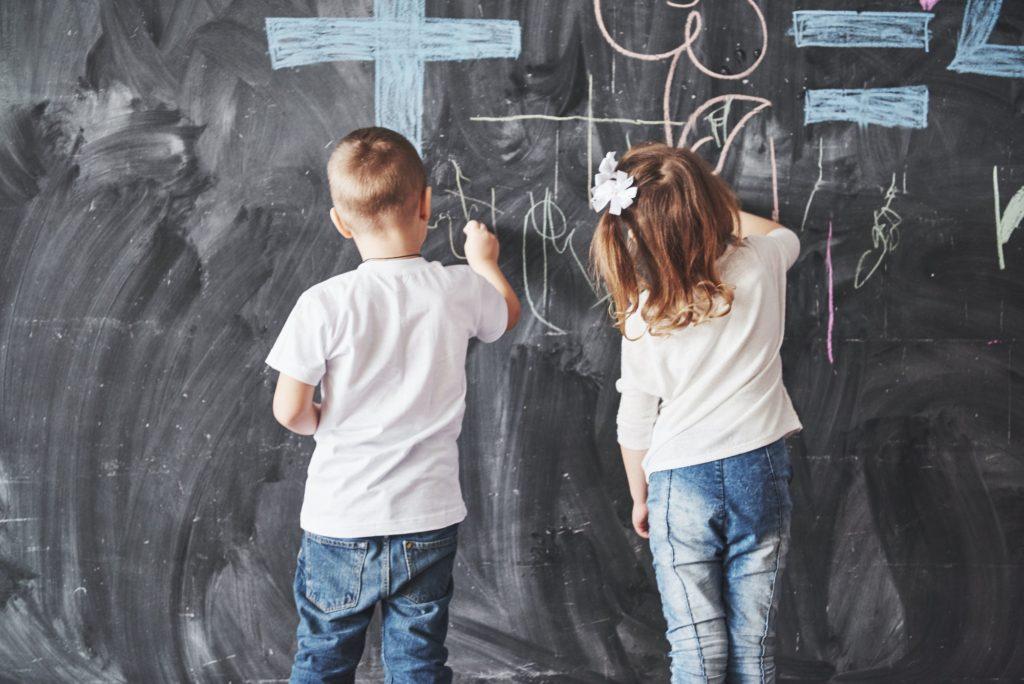 تنظيف الجدران من شخابيط الاولاد