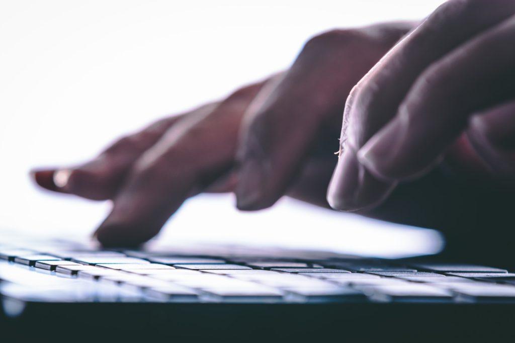 خطوات الكتابة بسرعة على الكيبورد على الكمبيوتر دون النظر للحروف