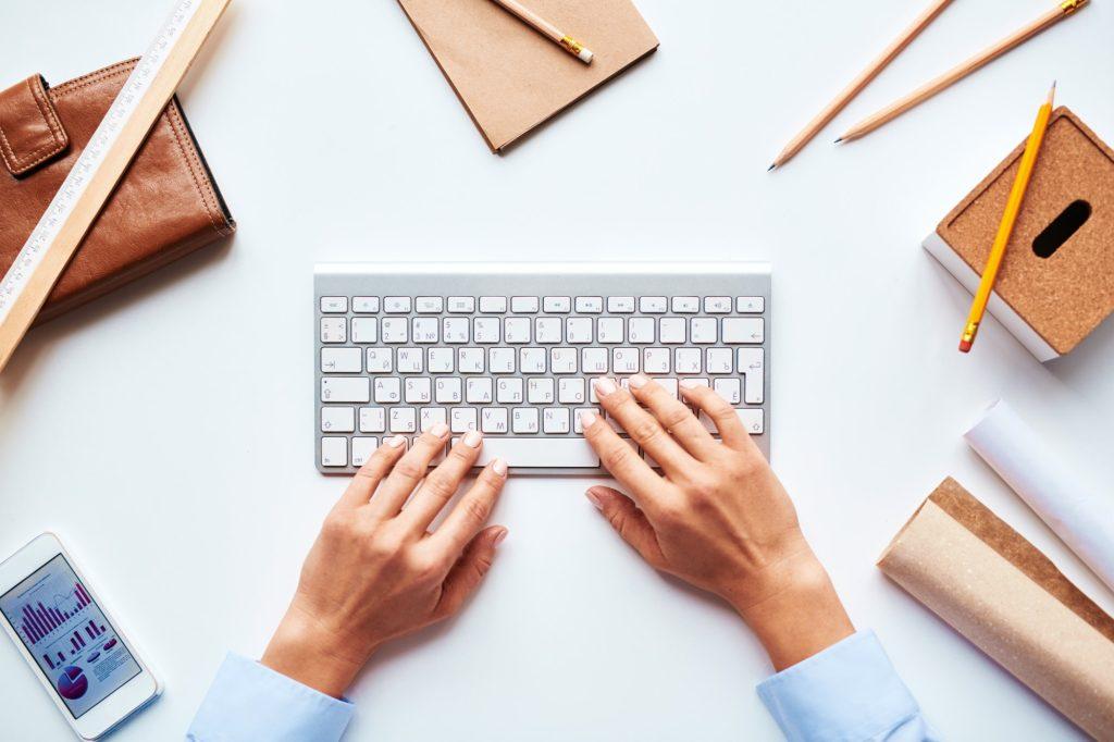 لماذا يجب تعلم الكتابة السريعة على الكيبورد؟