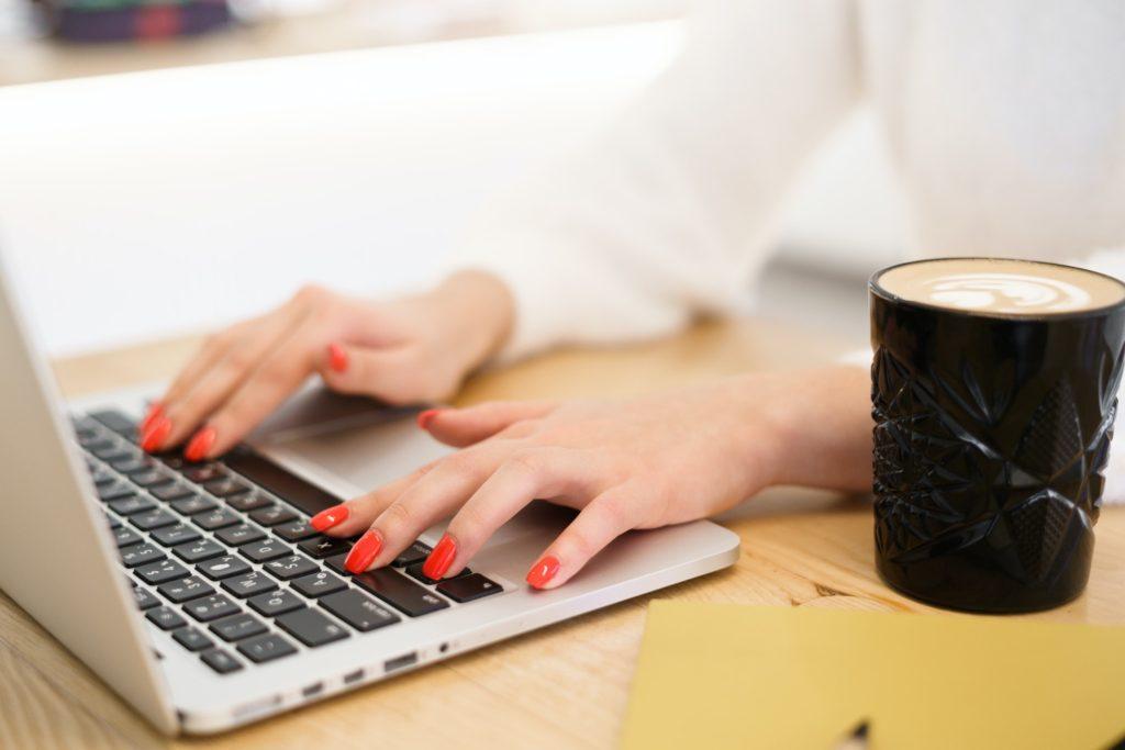 كيف أكتب بسرعة على لوحة المفاتيح