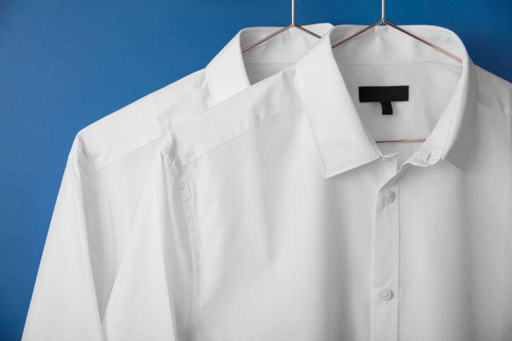 طرق إزالة البقع من الملابس البيضاء