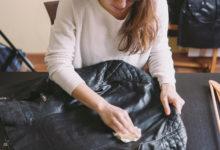 كيفية إزالة التجاعيد من جاكيت الجلد؟: 4 خطوات لتنظيف الجلود في المنزل