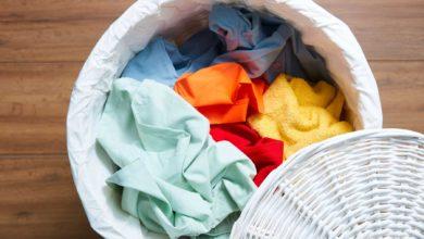 إزالة الصمغ عن الملابس