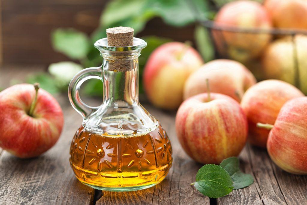 استخدم خل التفاح لعلاج القشرة
