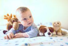 كيفية التخلص من قشرة رأس الرضيع ؟ 3 حالات يجب استشارة الطبيب على الفور