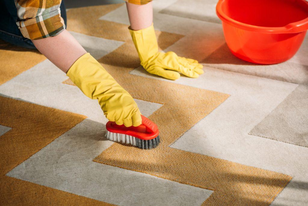 كيفية صناعة مزيل بقع السجاد في المنزل؟