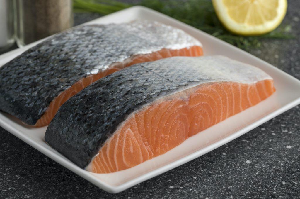الحصول على بشرة نضرة بتناول الأسماك